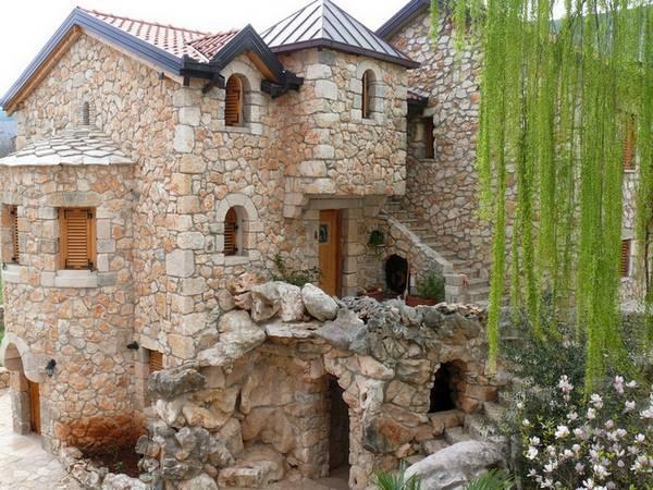 Замок из булыжников