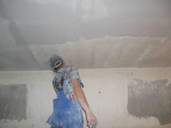 Как прошпаклевать потолок своими руками 22